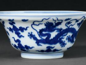 清乾隆青花云龙纹折沿碗成交价(人民币):46,000