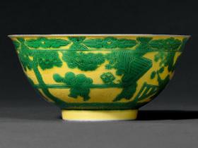 清雍正黄地绿彩婴戏图碗一对成交价(人民币):460,000