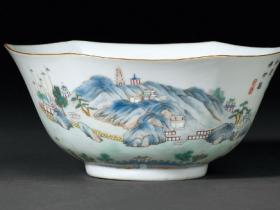 清道光丁酉(1837年)粉彩印心石屋花口碗
