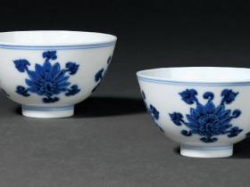 清雍正青花折枝莲纹杯一对成交价(人民币):782,000