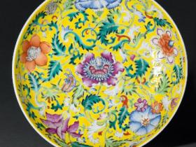 清光绪黄地粉彩缠枝西洋花卉纹盘一对