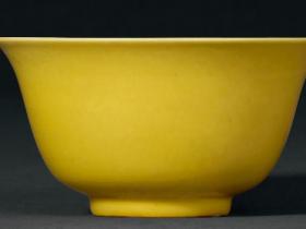 明嘉靖黄釉杯成交价(人民币):3,737,500
