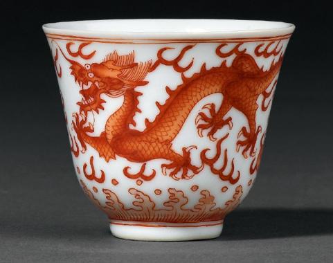 清宣统矾红彩云龙纹杯成交价(人民币):43,700